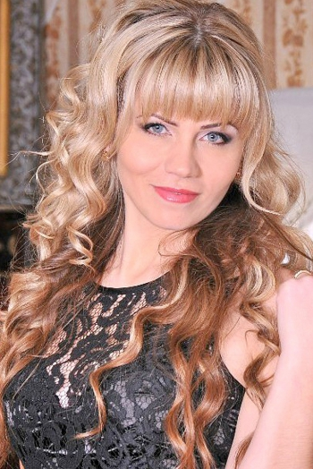 Ukrainian girl Juliya,36 years old with grey eyes and blonde hair.