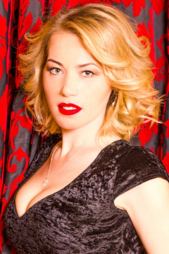 Ukrainian girl Oxana,30 years old with green eyes and blonde hair.
