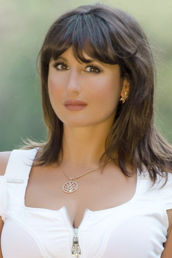 Ukrainian girl Oksana,44 years old with brown eyes and dark brown hair.