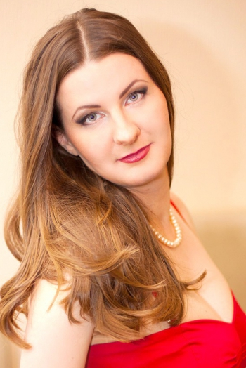 Ukrainian girl Daria,31 years old with green eyes and light brown hair.