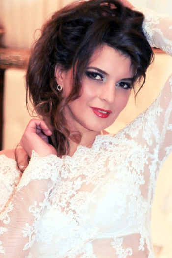Ukrainian girl Oksana,43 years old with brown eyes and dark brown hair.
