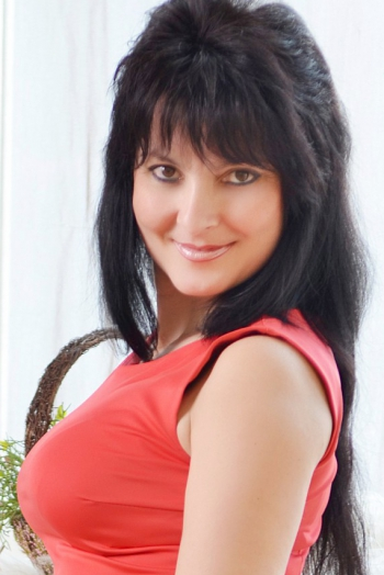 Ukrainian girl Galina,40 years old with brown eyes and black hair.