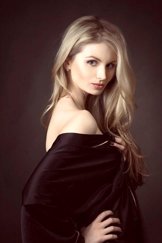 Natali Blond Nude Photos 2