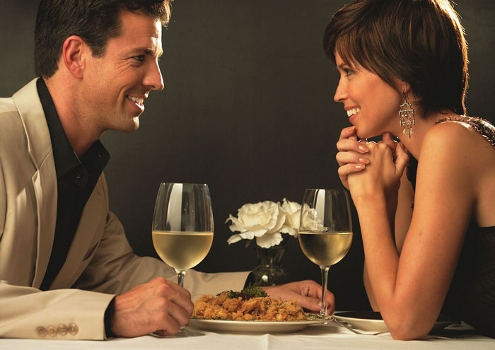 Romantic-Restaurant-Date